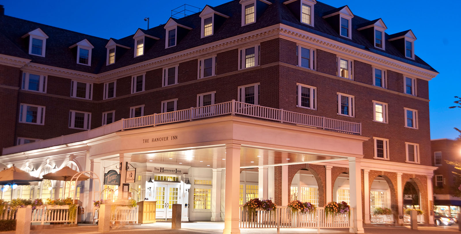 Image of hotel exterior Hanover Inn Dartmouth, 1780, Member of Historic Hotels of America, in Hanover, New Hampshire, Special Offers, Discounted Rates, Families, Romantic Escape, Honeymoons, Anniversaries, Reunions