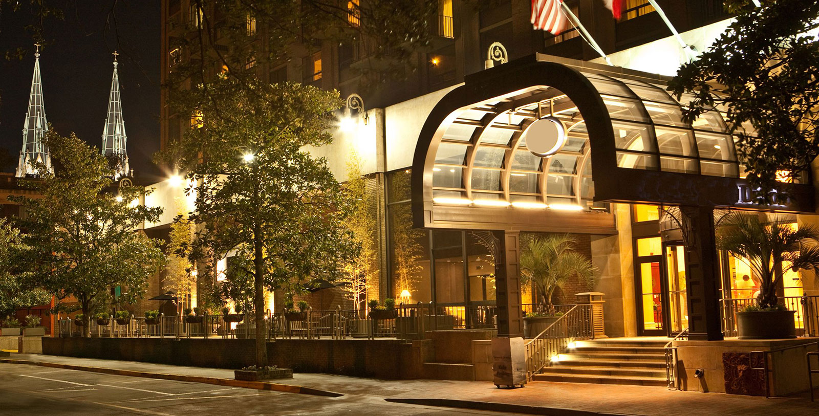 Image of Exterior Night, The DeSoto, 1890, Member of Historic Hotels of America, in Savannah, Georgia, Special Offers, Discounted Rates, Families, Romantic Escape, Honeymoons, Anniversaries, Reunions