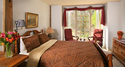 Accommodations:      Glasbern  in Fogelsville