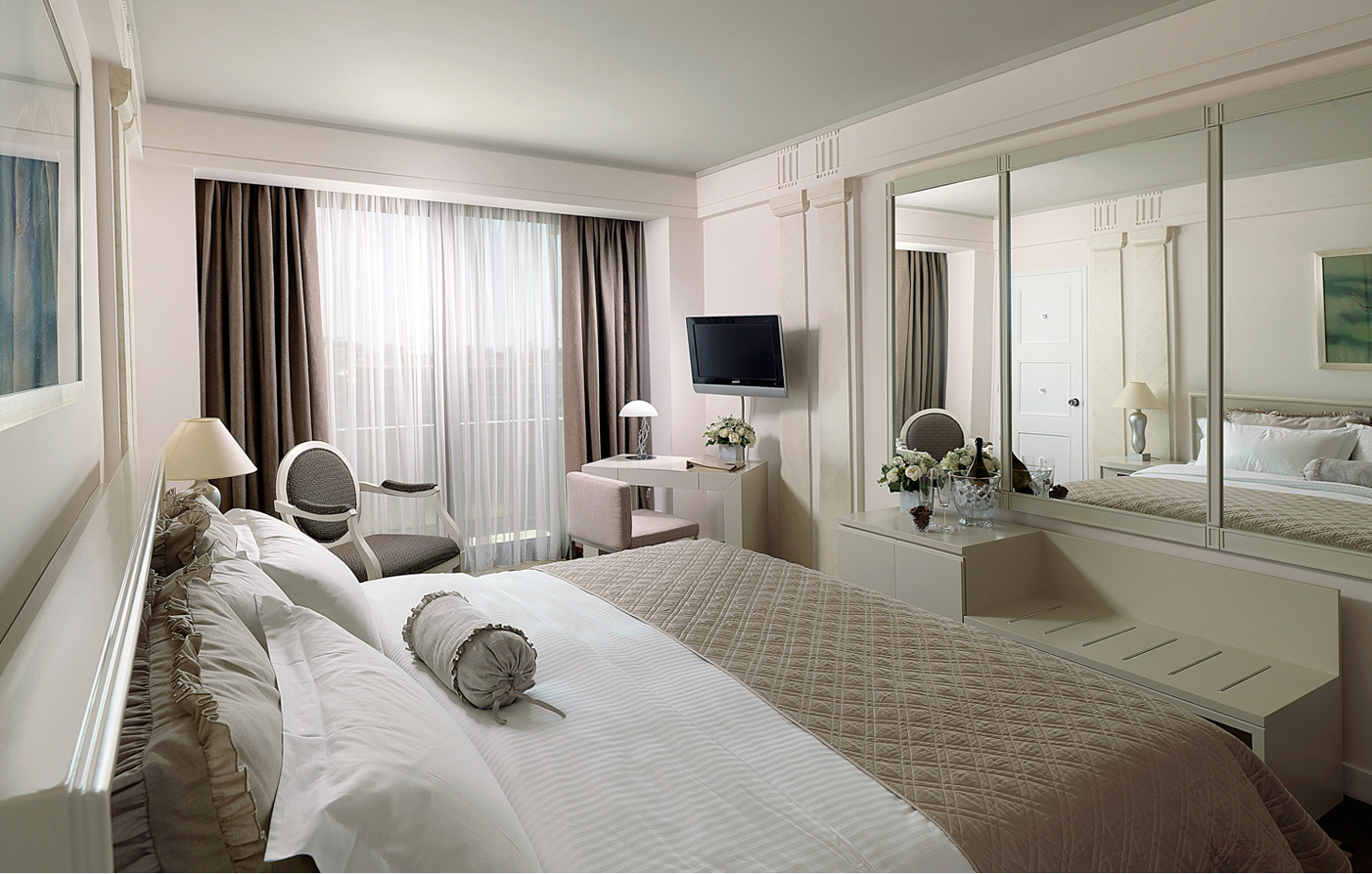 Accommodations:      NJV Athens Plaza  in Athens