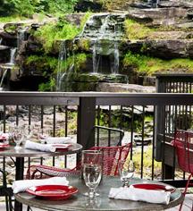 Dining at      Ledges Hotel  in Hawley