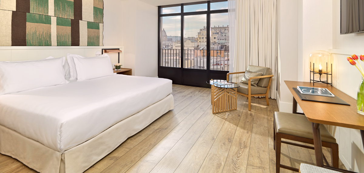 Accommodations:      H10 Cubik  in Barcelona