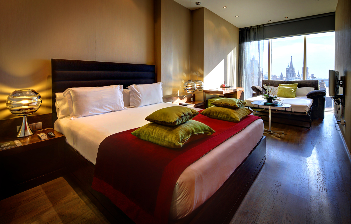 Accommodations:      Olivia Plaza Hotel  in Barcelona