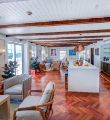 Accommodations:      Hamilton Princess & Beach Club, A Fairmont Managed Hotel  in Hamilton