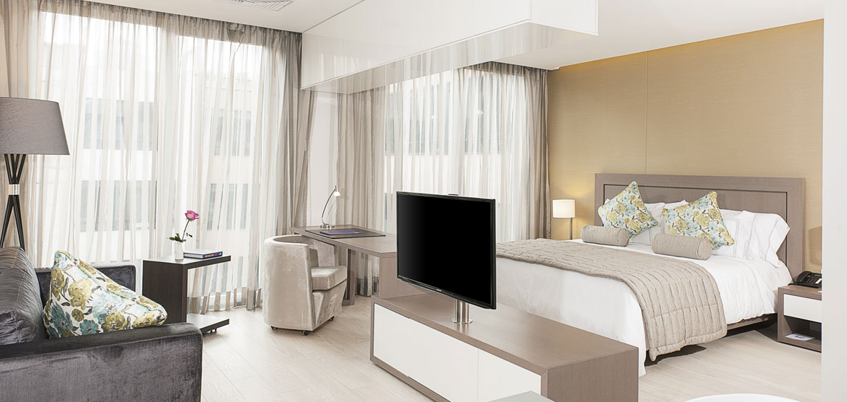 Accommodations:      100 Luxury Suites  in Bogota