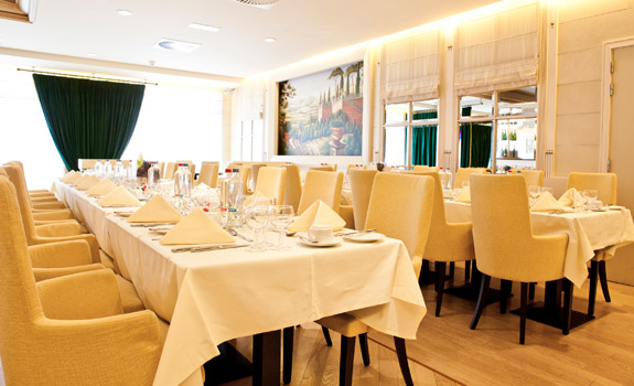 Le Chatelain Boutique Hotel  - Dining
