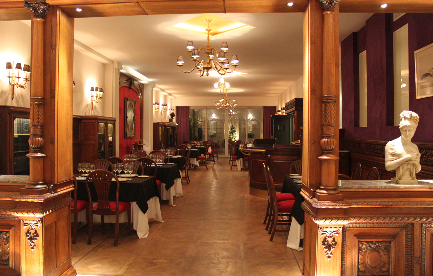 Dining:      Hotel Club Francés Buenos Aires  in Buenos Aires