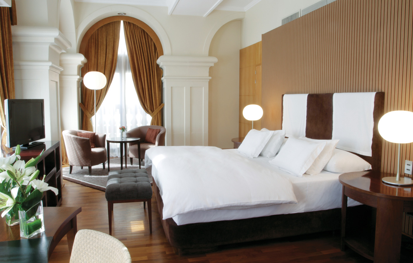 Accommodations:      NH Collection Buenos Aires Jousten  in Buenos Aires