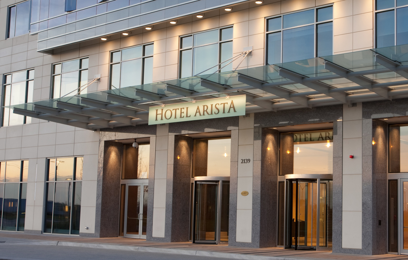 Customer Reviews:      Hotel Arista  in Naperville