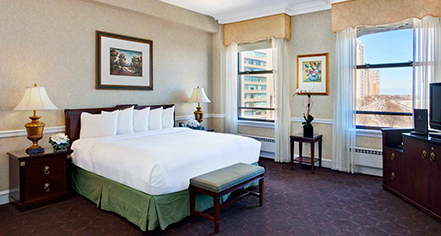 Deluxe guest rooms at the drake hotel chicago illinois for Drake hotel decor