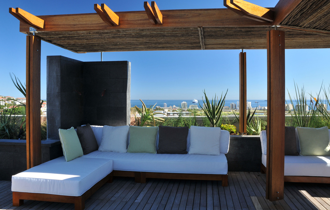 Special Offers:      Cape Royale Luxury Hotel & Residence  in Cape Town