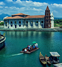 Local Attractions:      Las Casas Filipinas de Acuzar  in Bagac