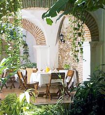 Dining at      Alfiz Hotel  in Cartagena de Indias