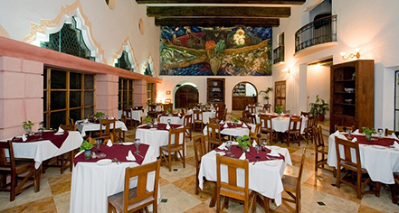 Dining at      Mayaland Hotel & Bungalows  in Chichen Itza