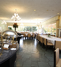 Dining at      Airlie  in Warrenton