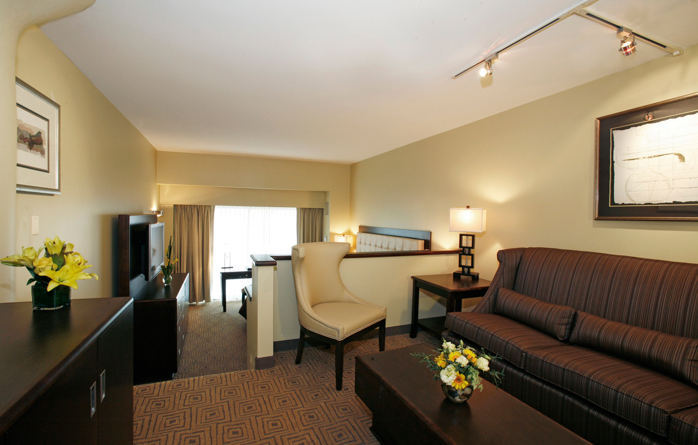 Special Offers:      Atheneum Suite Hotel  in Detroit