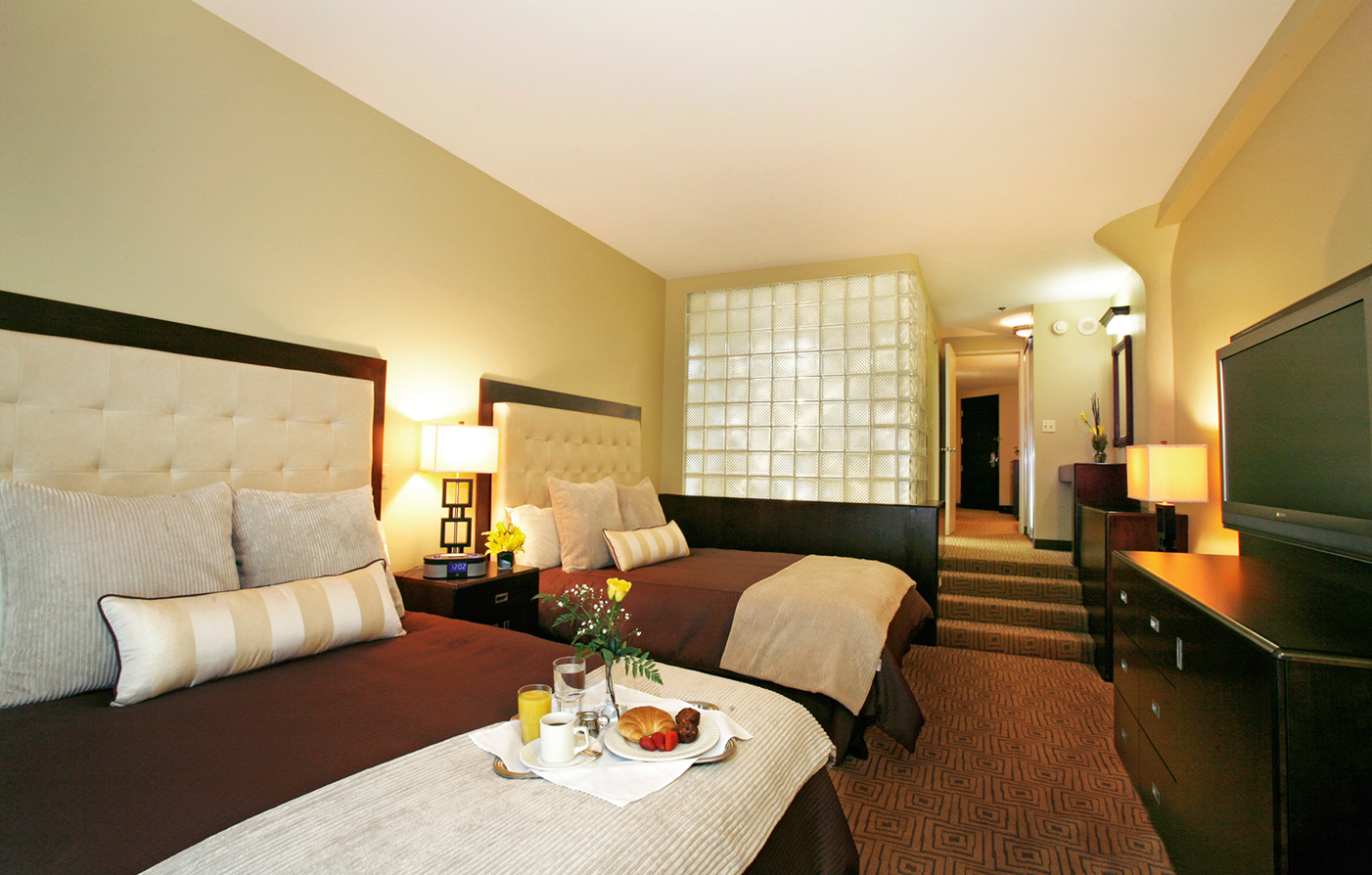 Accommodations:      Atheneum Suite Hotel  in Detroit