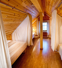 Accommodations:      Knutholmen Hotell  in Kalvag