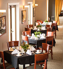 Dining at      The Queensbury Hotel  in Glens Falls