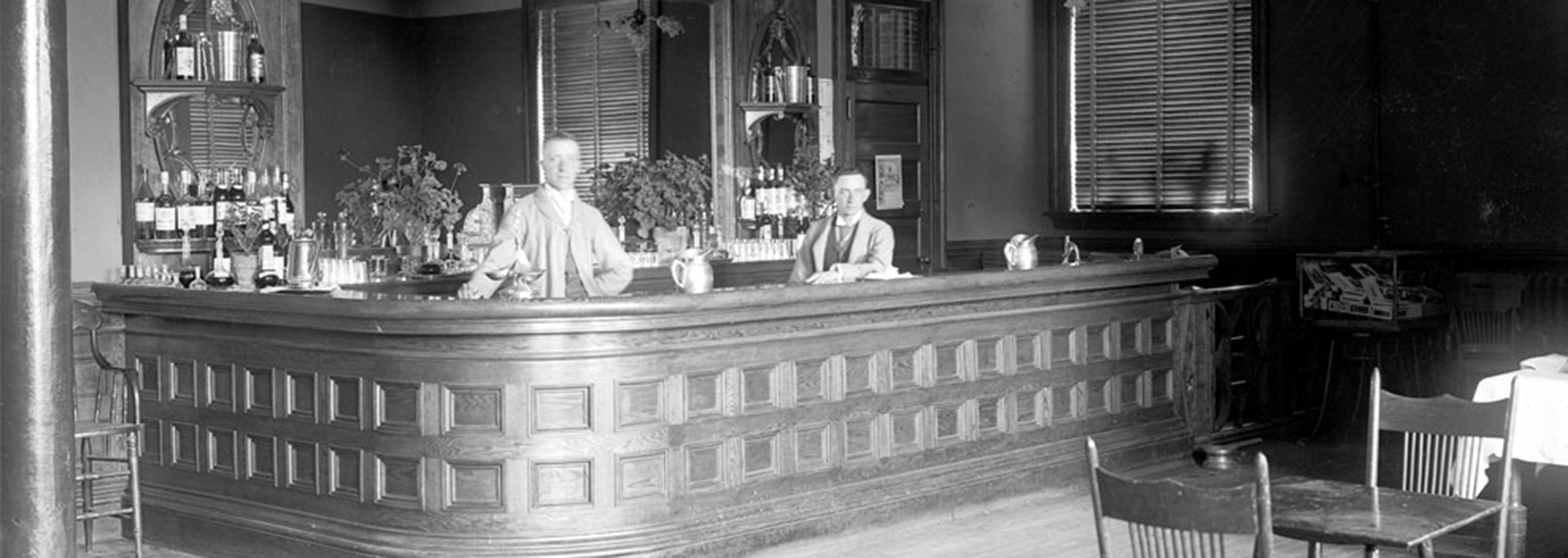 Historic image of bar at the Hotel Colorado, 1893, Member of Historic Hotels of America, Glenwood Springs, Colorado, Ghost Stories