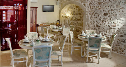 Dining at      Antica Dimora Suites  in Crete