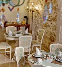 Dining at      Antica Dimora Suites  in Crete