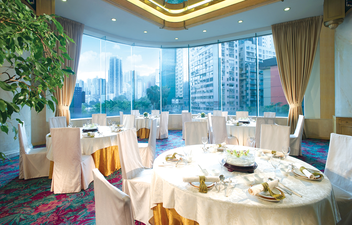 Dining:      Regal Hong Kong Hotel  in Hong Kong
