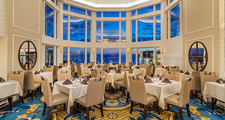 Dining at      Water's Edge Resort and Spa  in Westbrook