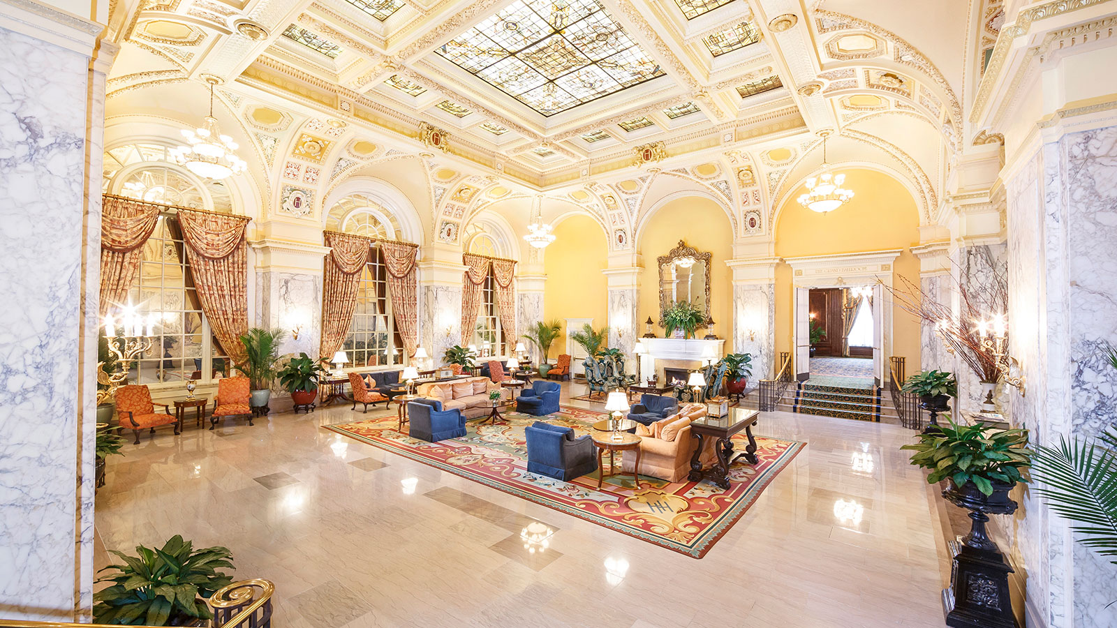 Image of the lobby of the Hermitage Hotel in Nashville, Tennessee