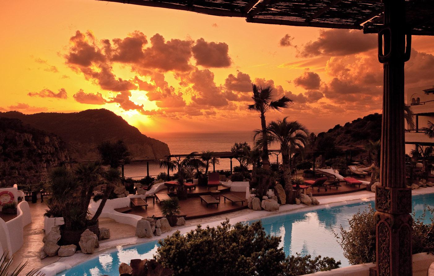 Hotel hacienda na xamena ibiza five star hotel for Boutique hotel ibiza