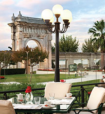 Dining at      Ciragan Palace Kempinski  in Istanbul