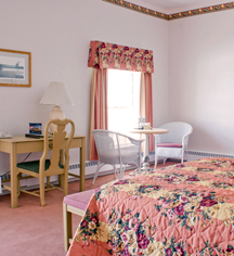 Accommodations:      Lake Yellowstone Hotel & Cabins  in Yellowstone National Park
