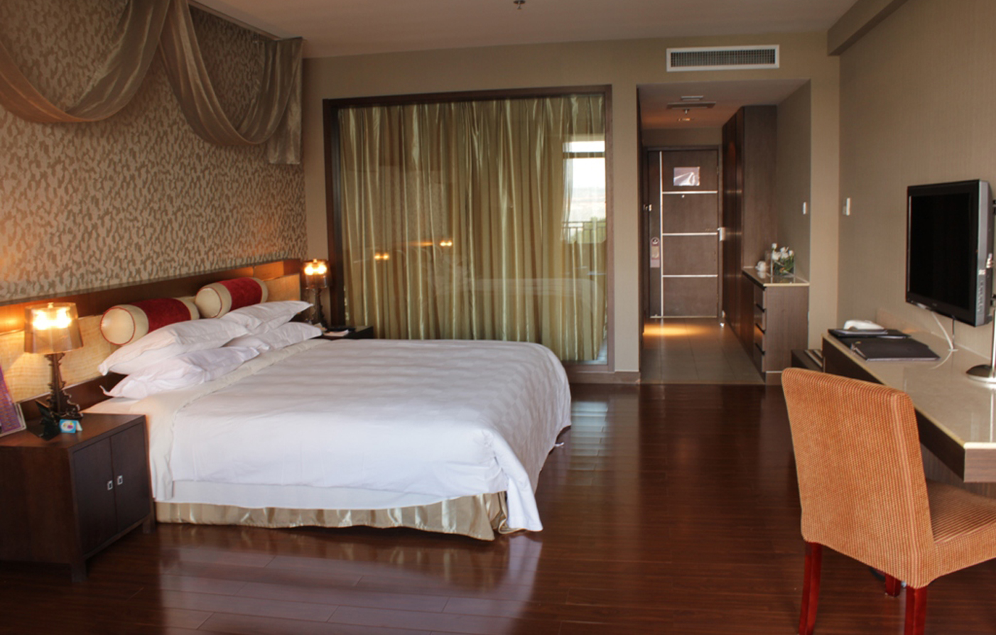 Accommodations:      Spring City Golf & Lake Resort  in Kunming