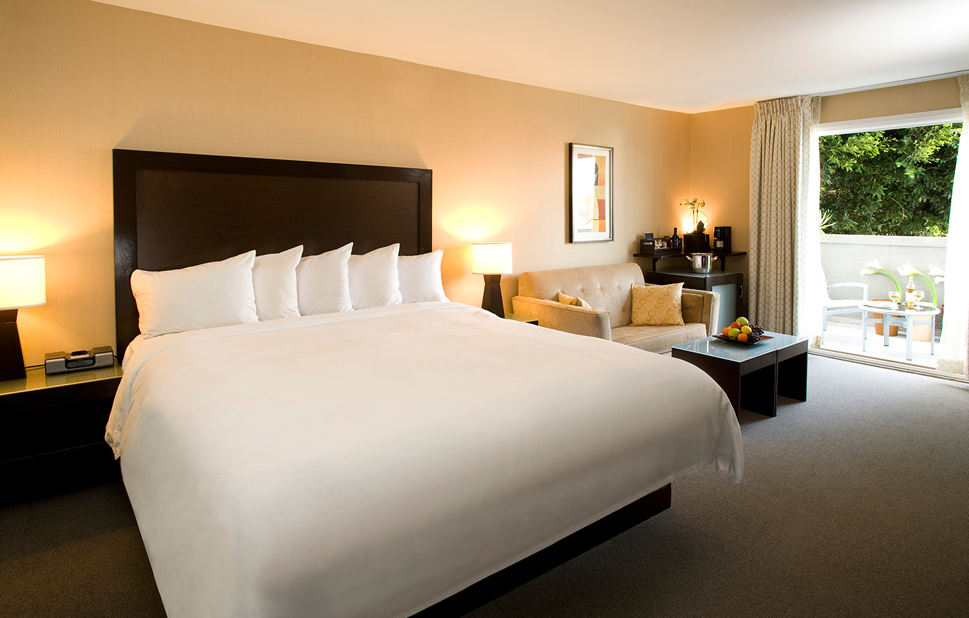 Accommodations:      The Orlando  in Los Angeles