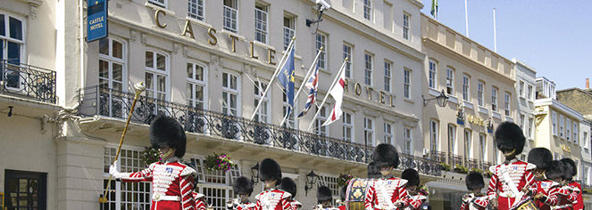 Local Attractions:      Castle Hotel Windsor  in London