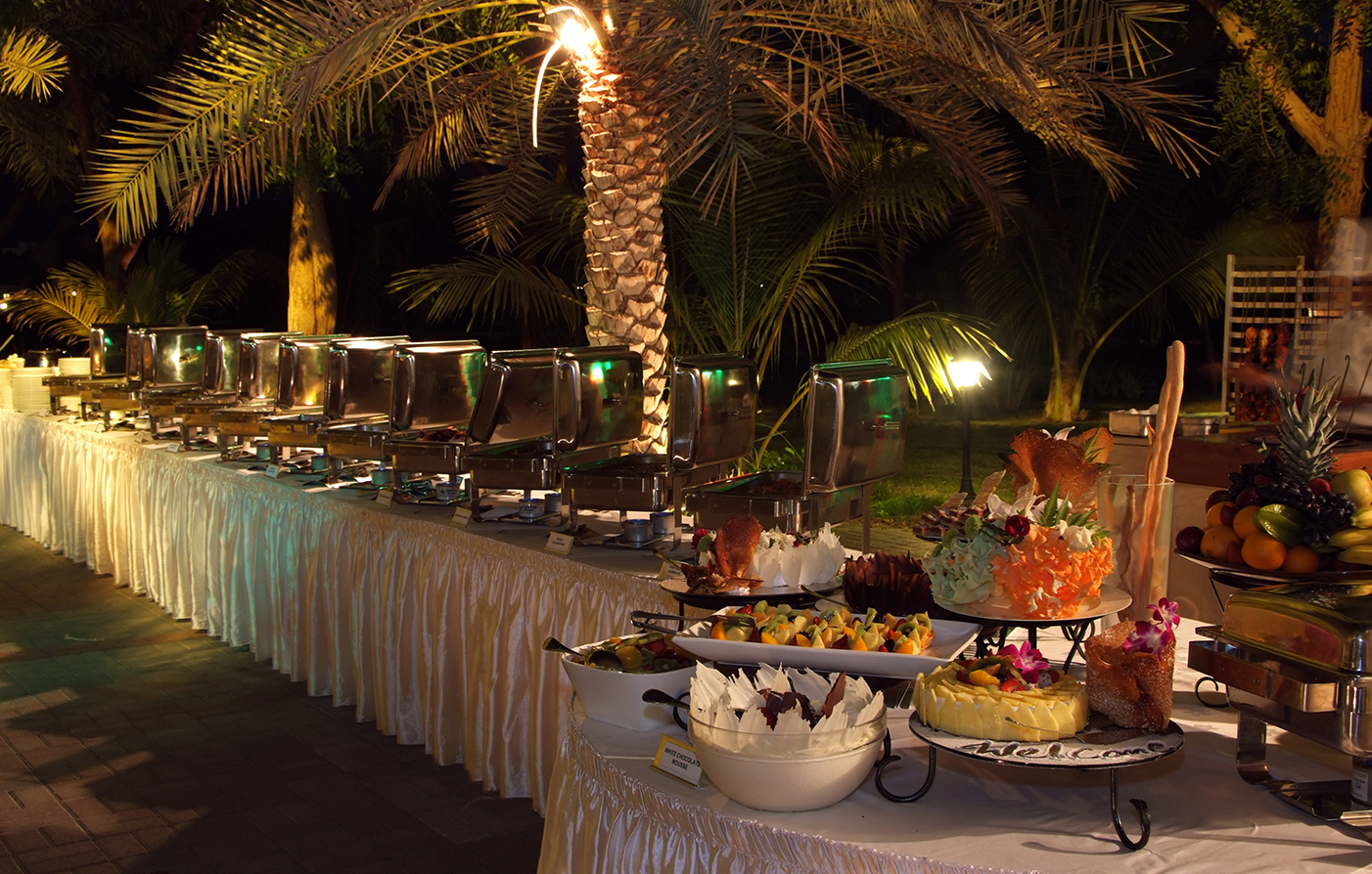 Dining:      Al Nahda Resort & Spa  in Barka