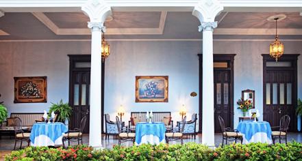 Dining at      Casa Azul Hotel Monumento Historico  in Merida