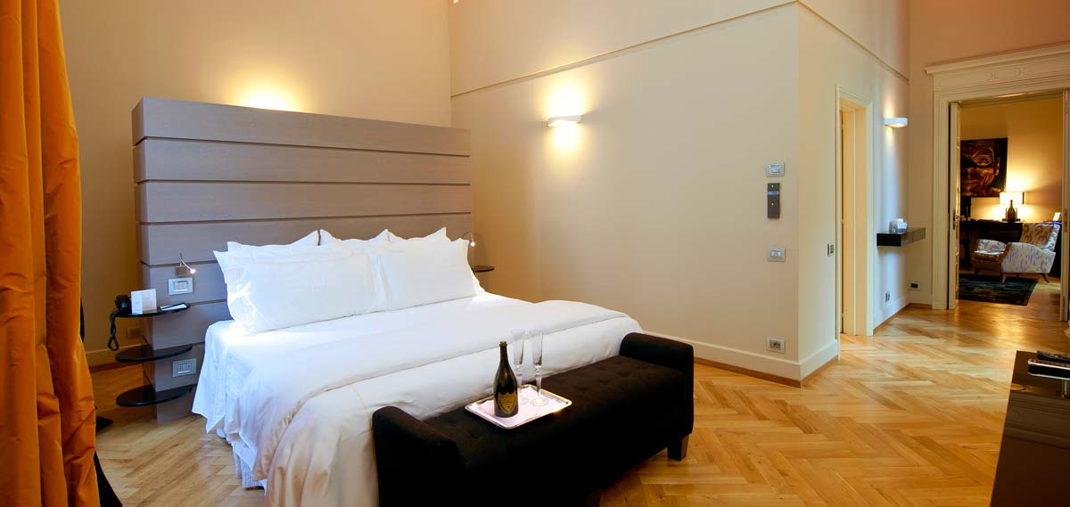 Accommodations:      TownHouse Galleria  in Milan