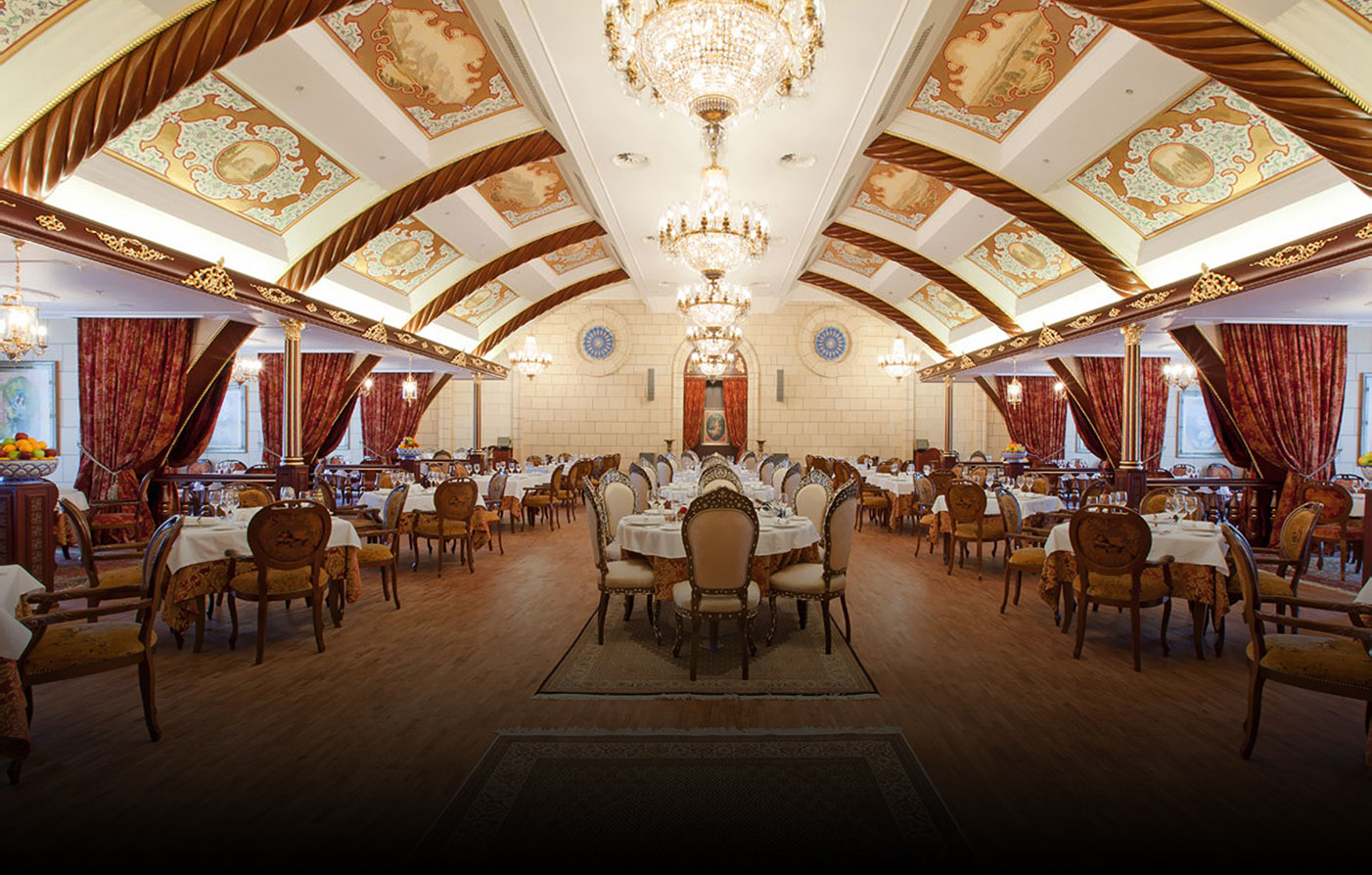 Dining:      Ukraina Hotel  in Moscow