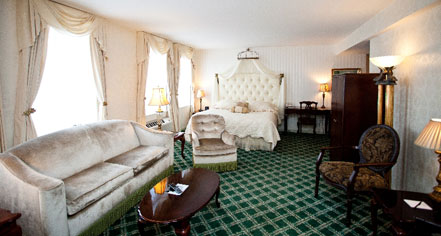 Accommodations:      Landmark Inn  in Marquette