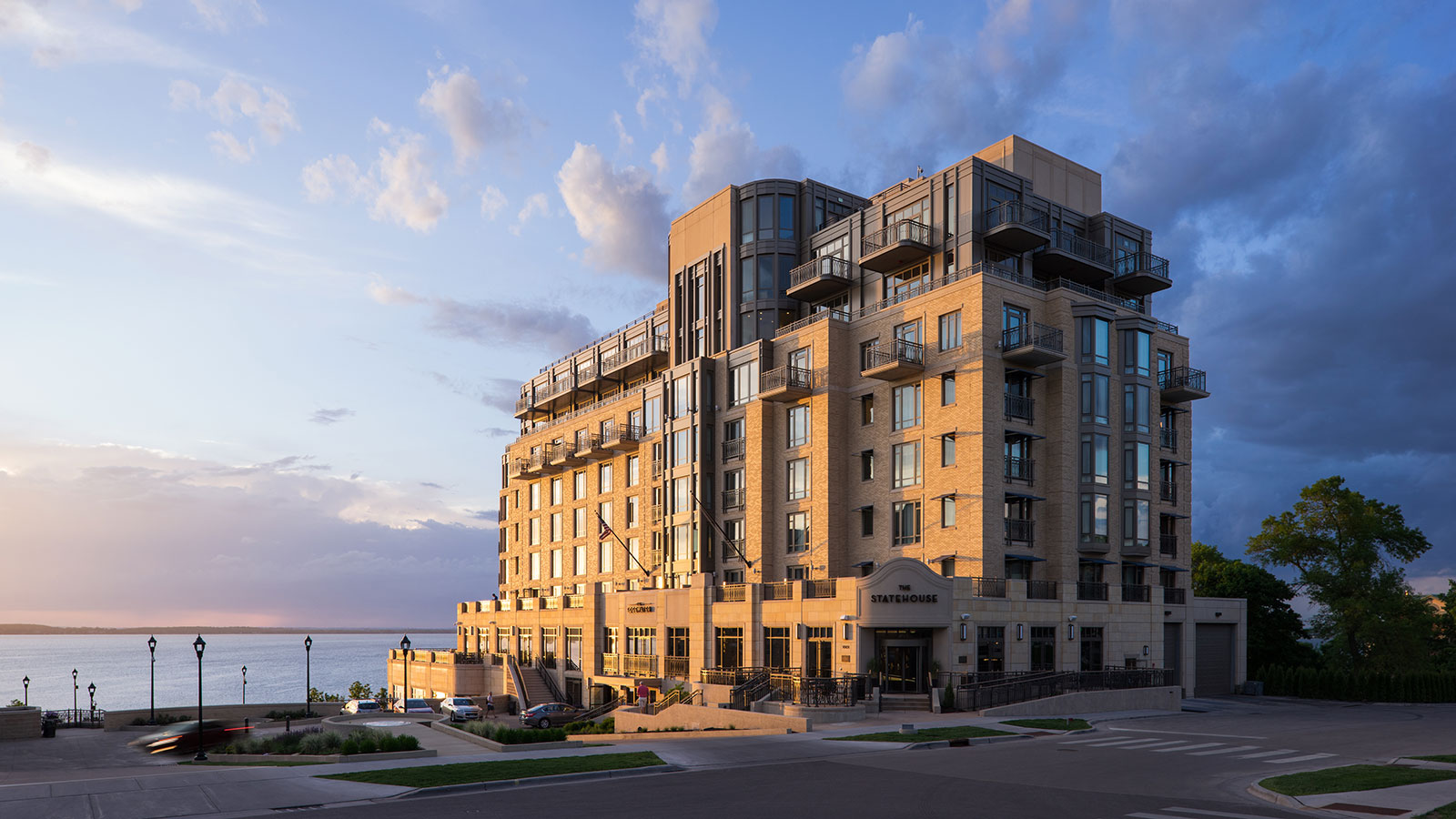 Image of Entrance The Edgewater, 1948, Member of Historic Hotels of America, in Madison, Wisconsin, Overview