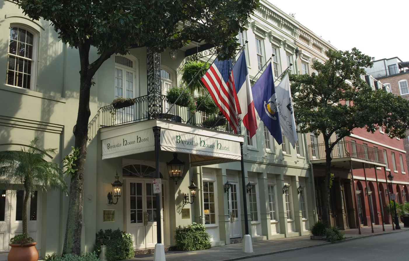 Customer Reviews:      Bienville House  in New Orleans