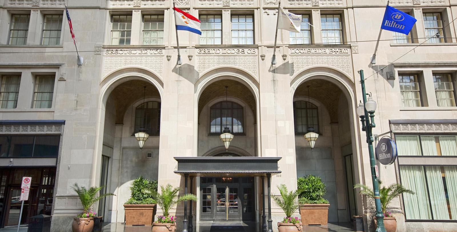 Image of hotel exterior entrance Hilton New Orleans/St. Charles Avenue, 1926, Member of Historic Hotels of America, in New Orleans, Louisiana, Special Offers, Discounted Rates, Families, Romantic Escape, Honeymoons, Anniversaries, Reunions