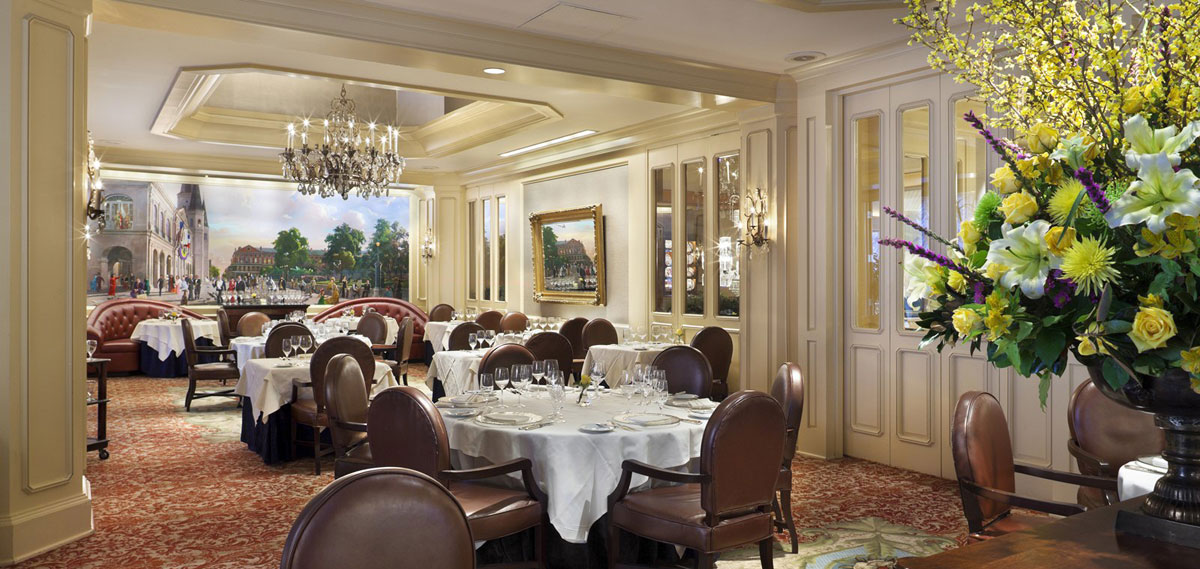 Dining:      Windsor Court Hotel  in New Orleans