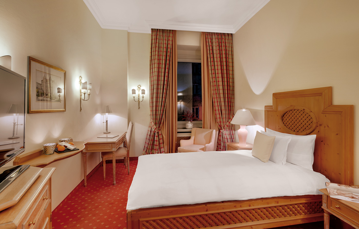 Accommodations:      Hotel Excelsior München  in Munich