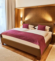 Accommodations:      Hotel Vier Jahreszeiten Kempinski Munich  in Munich