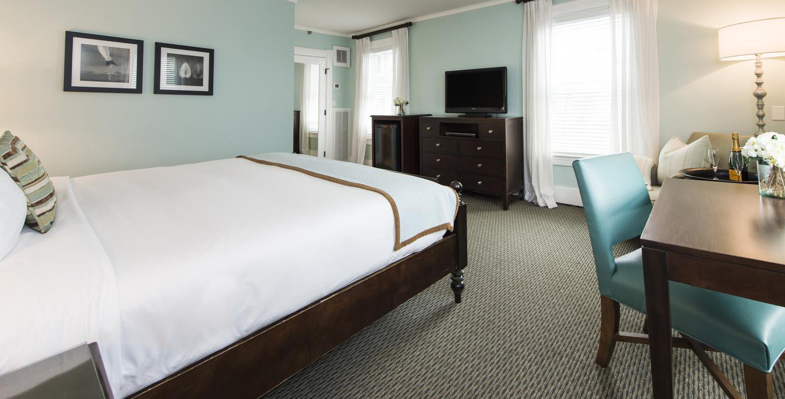 Image of Guestroom Harbor View Hotel of Martha's Vineyard, 1891, Member of Historic Hotels of America, Edgartown, Massachusetts, Accommodations