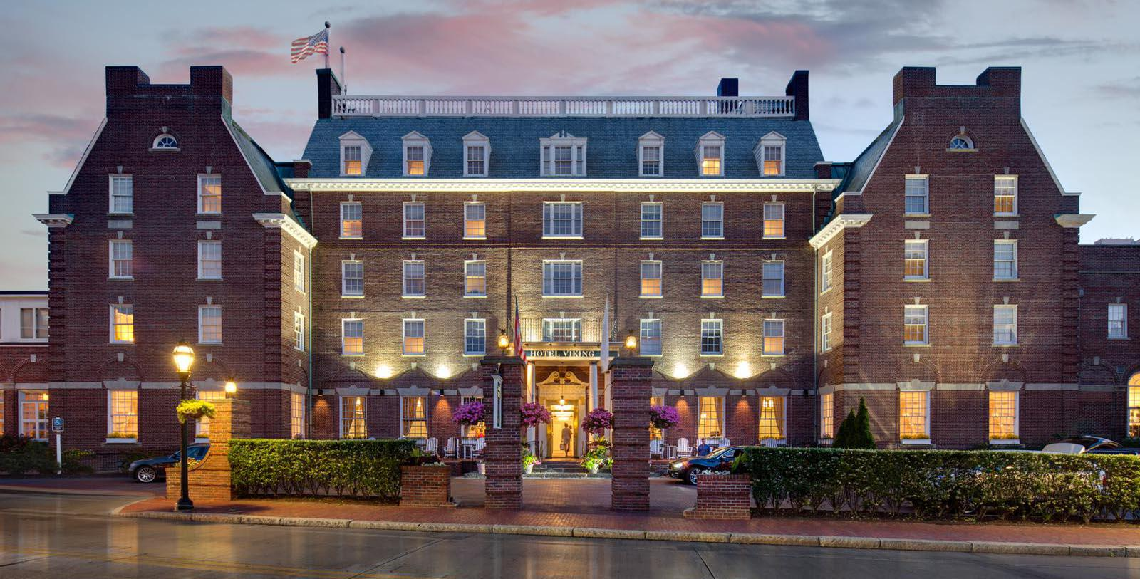 Image of Entrance The Hotel Viking, 1926, Member of Historic Hotels of America, in Newport, Rhode Island, Special Offers, Discounted Rates, Families, Romantic Escape, Honeymoons, Anniversaries, Reunions