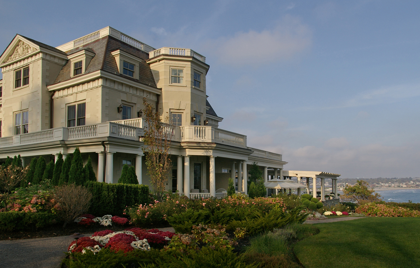 Luxury hotels in newport ri the chanler at cliff walk for Modern luxury hotels uk