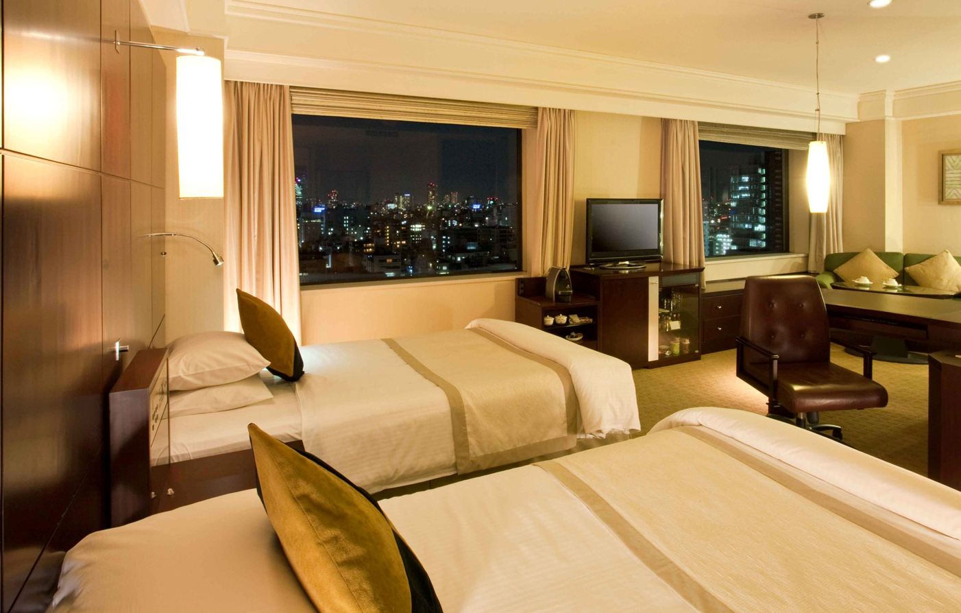 Special Offers:      Royal Park Hotel  in Tokyo